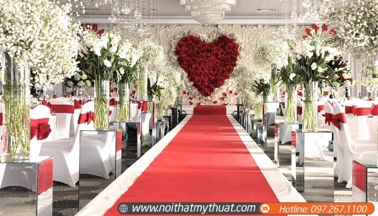 Sân khấu tiệc cưới với thiết kế xa hoa sang trọng