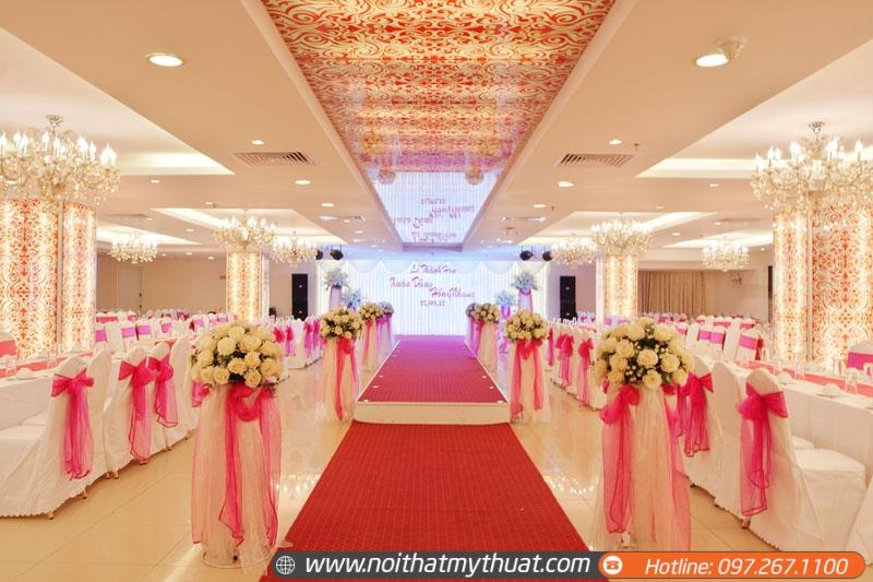 Thiết kế sảnh nhà hàng tiệc cưới cần trang trí màu sắc, hoa văn lộng lẫy